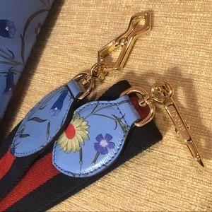 3b907bdf1b8 Gucci Bags - NWT Gucci nymphaea new flora top handle bag mini
